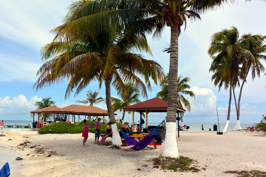 The beach bar on Goff's Caye
